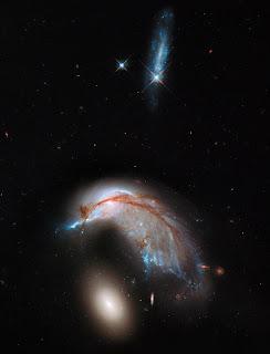 Группа взаимодействующих галактик Arp 142