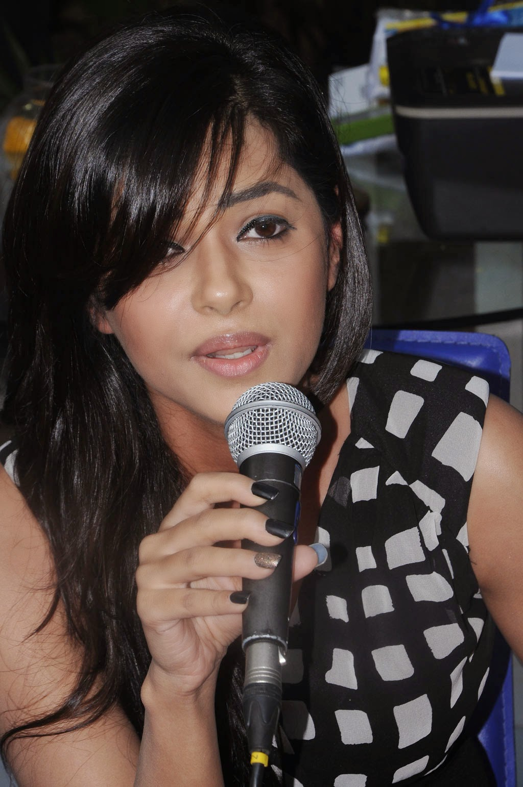 meera chopra hot pics mini skirt