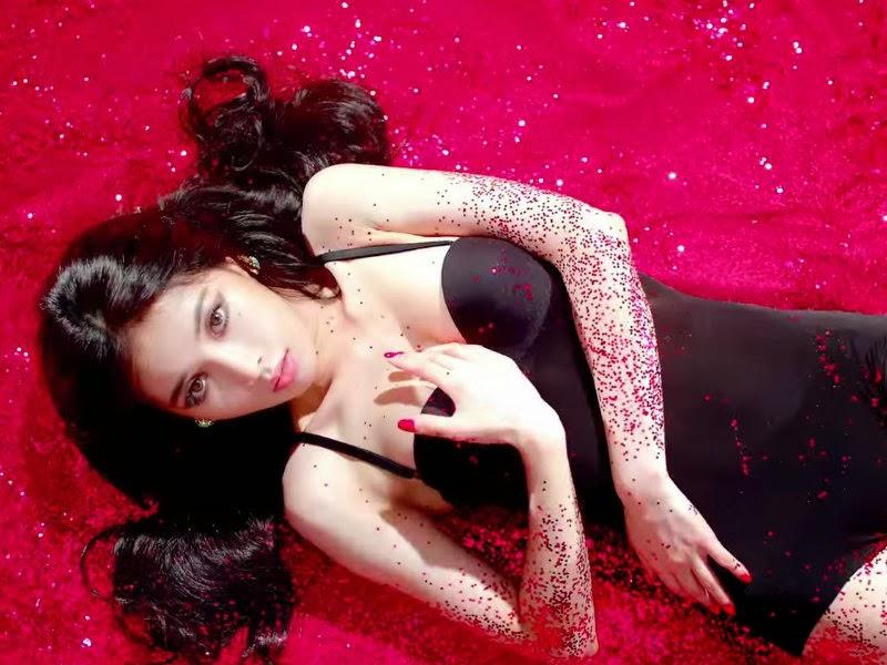 HyunA Red Glitter