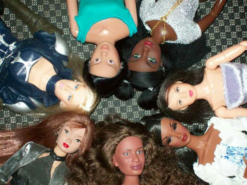 Heads of Fashion dolls and action figures: R&D Susie, Takara CyGirl Ice, YNU Group Mixis Emerald, Mattel Flavas Kiyoni, Aoshima/Skynet Girls Mission Mai, Integrity Heartbreaker TJ, Get Real Girl Vanessa