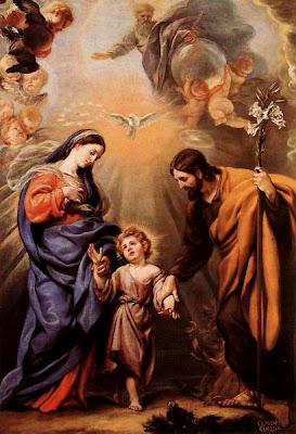 Imagen de la Sagrada Familia. Arriba, Dios Padre y el Espiritu Santo.