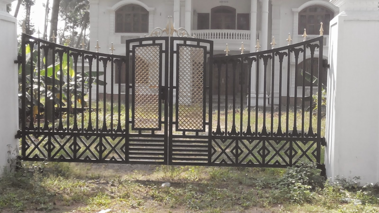 Kerala gate designs different types of home gates in for Home gate design