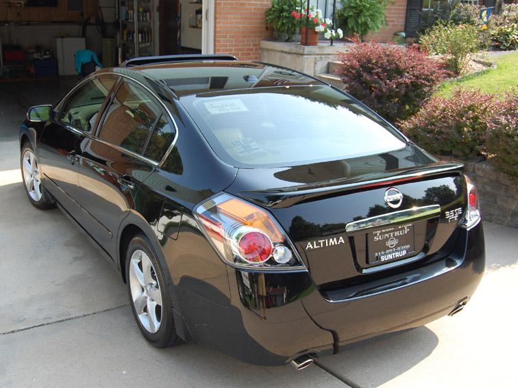 International Fast Cars: Nissan Altima Black