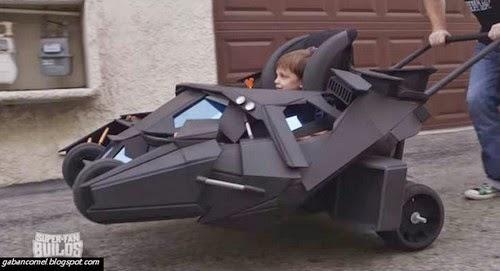 Video Peminat Batman Tempah Stroller Batmobile Untuk Anaknya