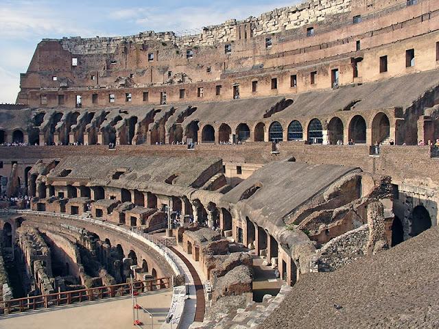L'intérieur du Colisée de Rome (1)