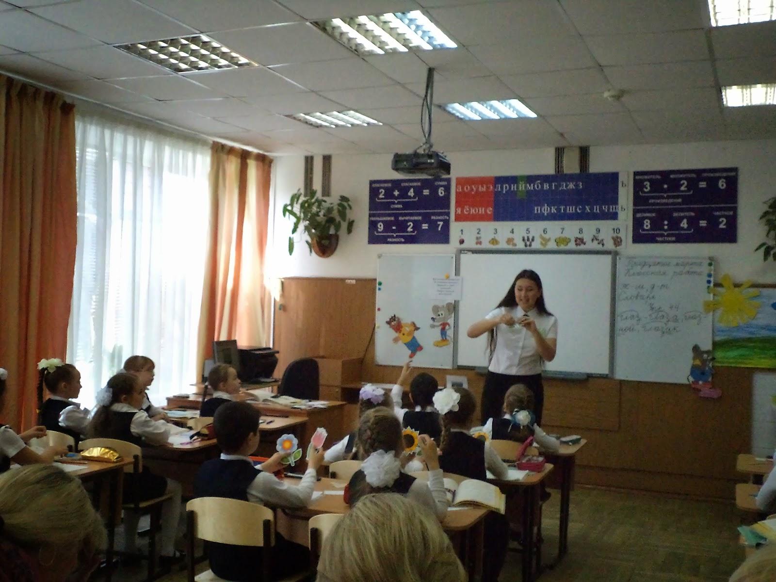 Учительница дала ученику после уроков 5 фотография