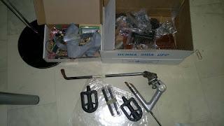 Elektronikkomponenter, cykelstöd, trampor och styrstam - Till soporna