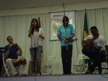 Pedro  Leite (percussão), Luiza  Aguiar (voz), convidado (berimbau)e  Marcos  Bezerra (violão)