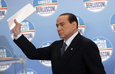 Berlusconi with a handful of promises