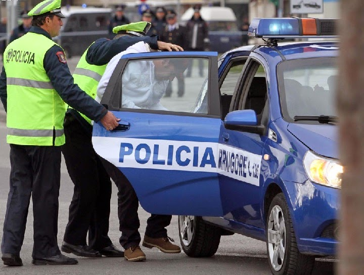 Kërkon të korruptoi policinë, arrestohet tentuesi