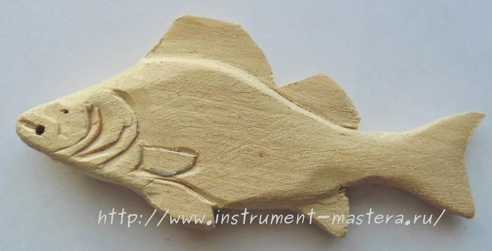 Деревянный брелок-рыбка