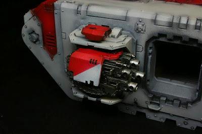 Bolter acoplados derechos montados en el Land Raider