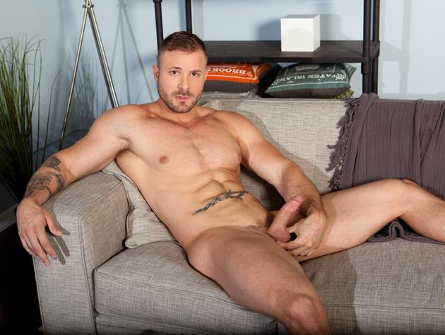 Brett impulsa el jaspe homosexual