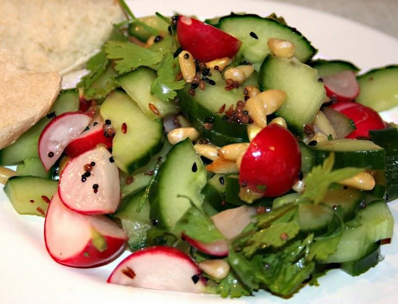 Salada de Pepino e Rabanete (vegana)