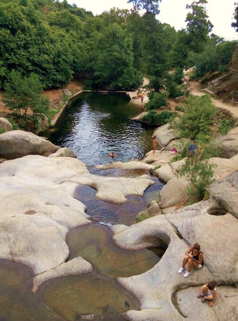 Carretera y manta viajes y caminatas piscinas naturales for Piscinas naturales cerca de caceres