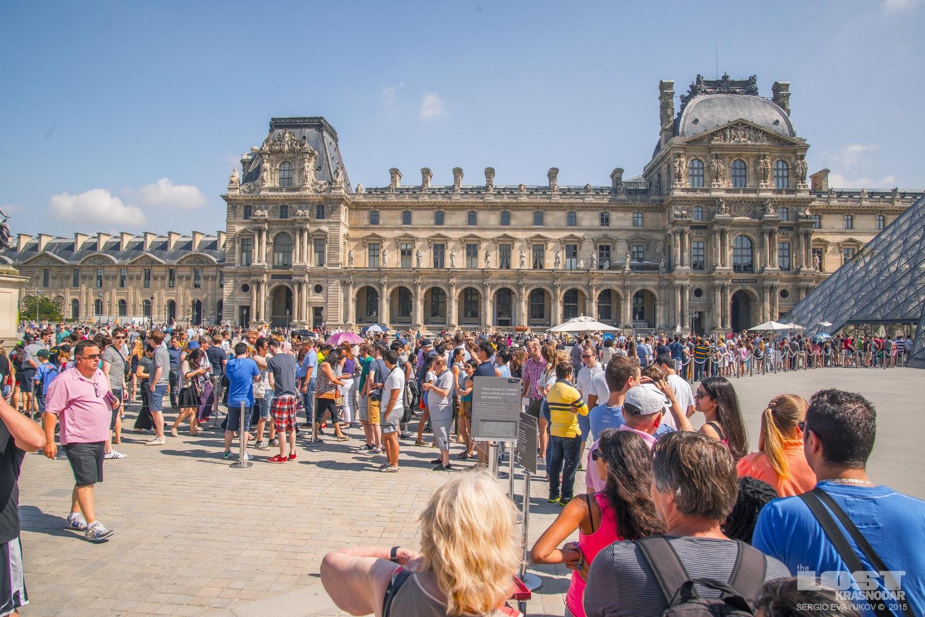 Толпы в Париже