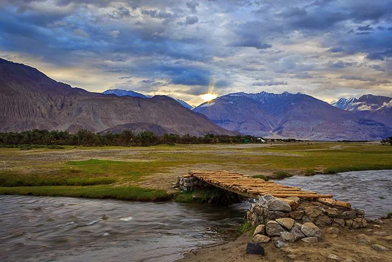 The Nubra Valley literally means the valley of flowers. The average altitude of the valley is about 10,000 feet above the sea level. The Khardong village, Khalser and Deskit are the main villages of Nubra valley.