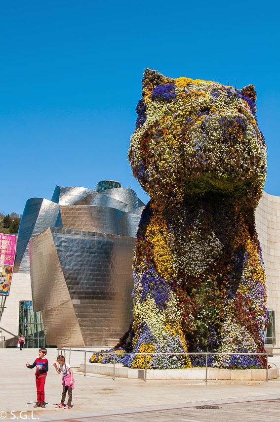 Entrada al Guggenheim con Puppy