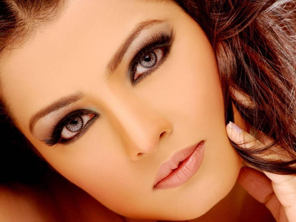 http://4.bp.blogspot.com/-sv3lChiqYhg/T6ou6qGV_iI/AAAAAAAABM4/olSv3XWS18Q/s1600/Beautiful-Celina-Jaitley-Wallpapers-5.jpg