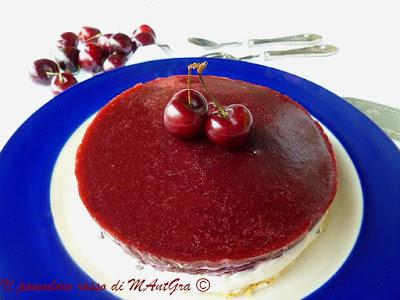 cheesecake alle ciliegie con riduzione di cherry