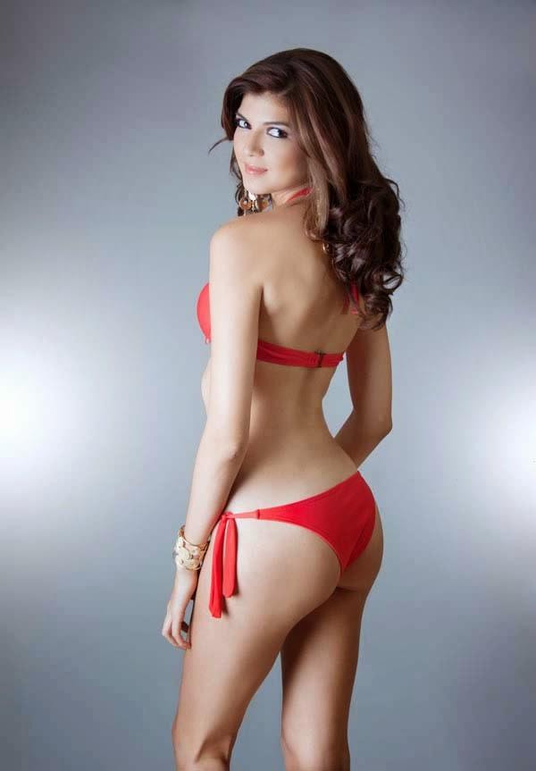 Nicole Faveron en bikini rojo