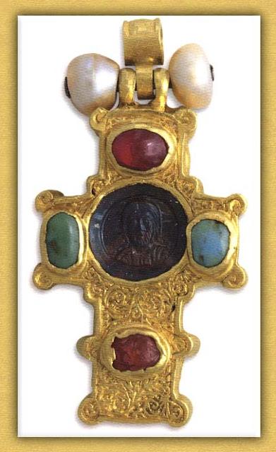 Βυζαντινός επιστήθιος σταυρός της Ιεράς Μονής Βατοπαιδίου Αγίου Όρους