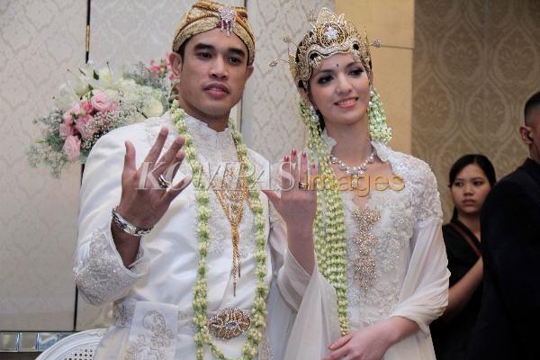Nia Ramadhani dan Ardi Bakrie saat menikah