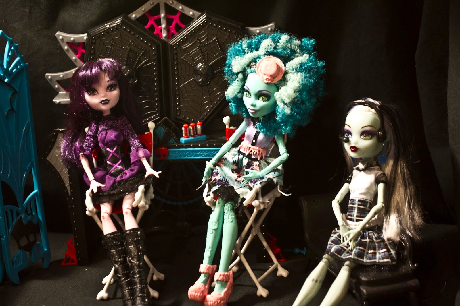 dolls having a technical meeting