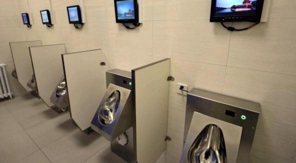 Tandas di Beijing dilengkapi WiFi dan ATM