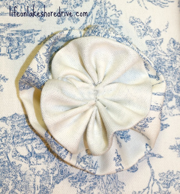 how to make fabric flower rosettes, tutorial     