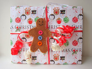 http://gracesfavours.blogspot.co.uk/2013/11/diy-tutorial-how-to-make-christmas-felt.html