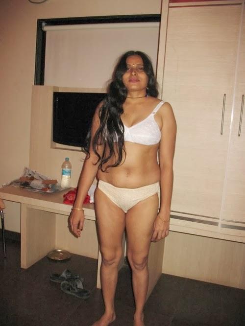 kajal aunty's world: hot xxx girls - girls in the rooms