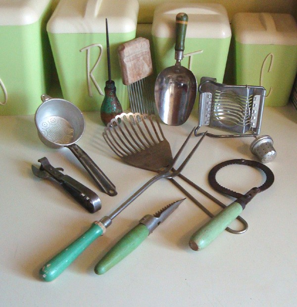 Kitsch 'n Stuff: Using Vintage Kitchen