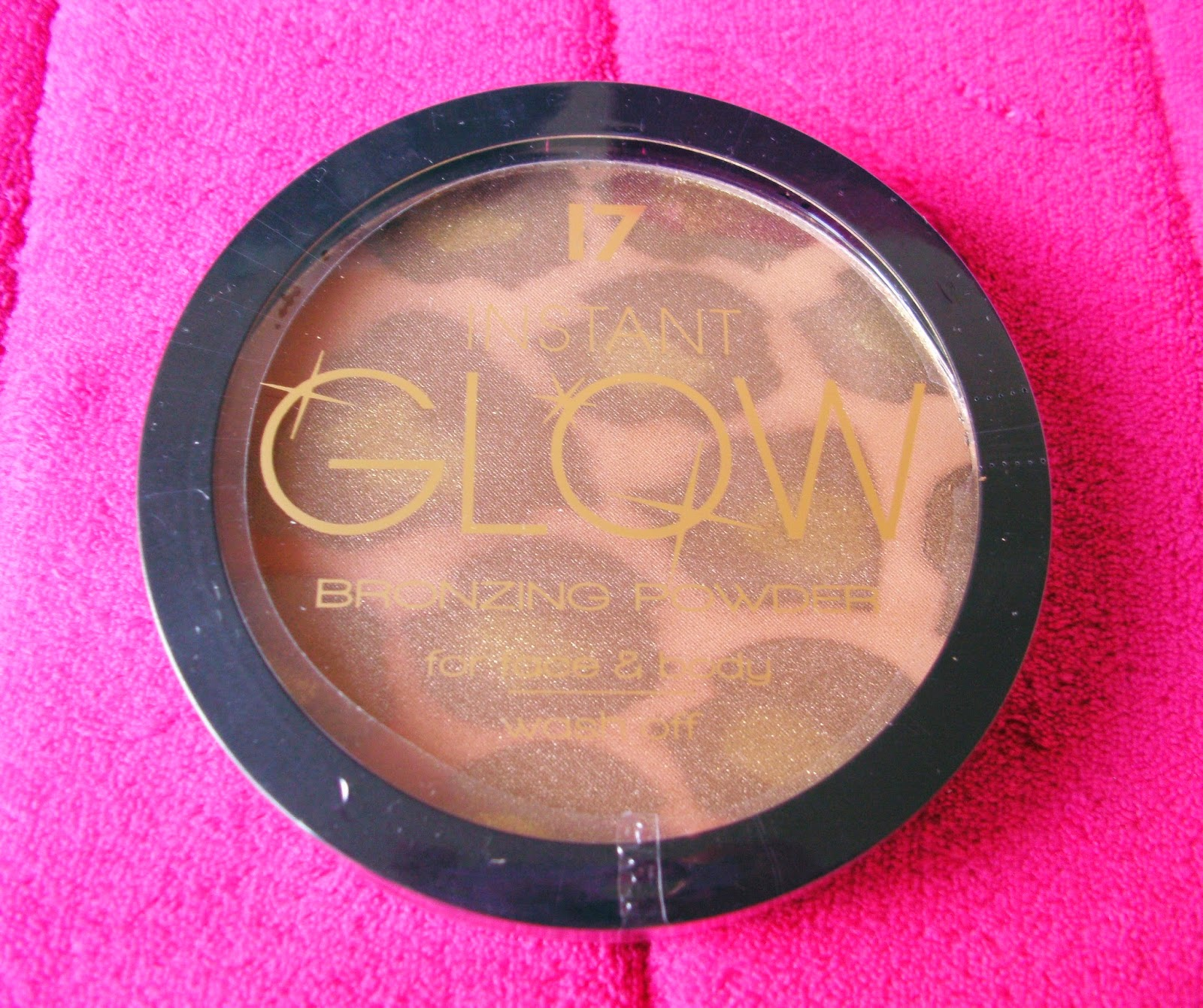 Boots 17 Instant Glow Bronzing Powder for face and body