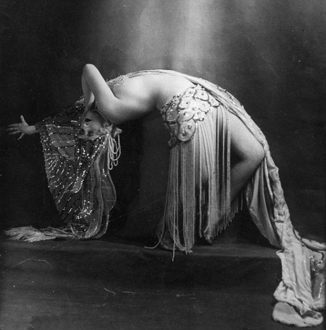 Folies Bergere Dancer, 1925 || Allegory of Vanity