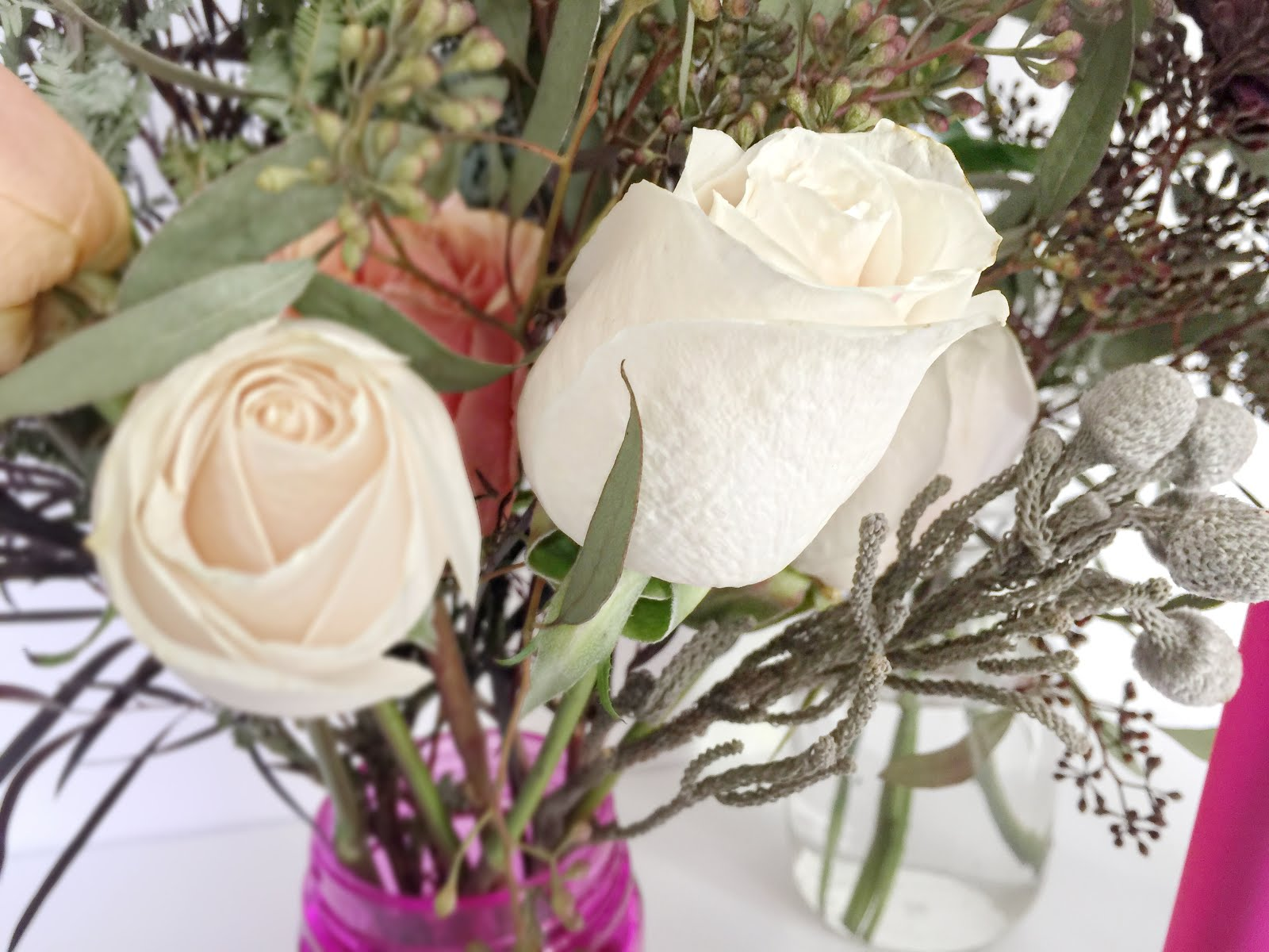 5 ways to keep flowers fresh with love rochelle i recently revamped my blooms and put them into a variety of mason jars and vases of all sizes to put around the house spreading the love and color izmirmasajfo