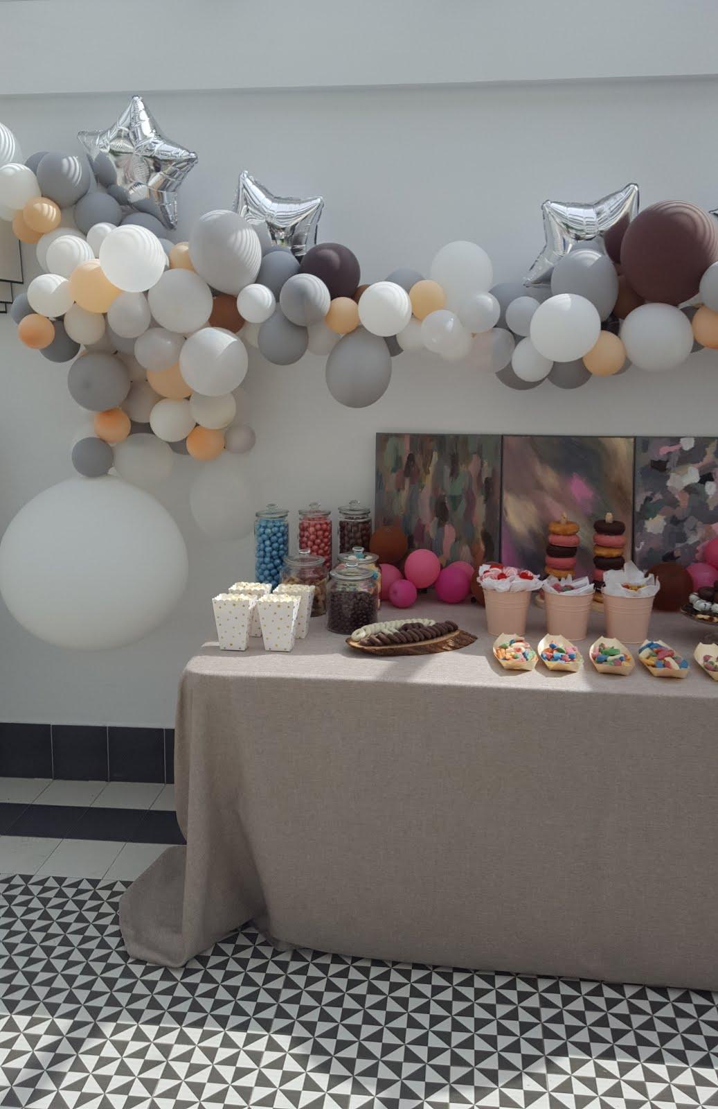 Mesa dulce y globos