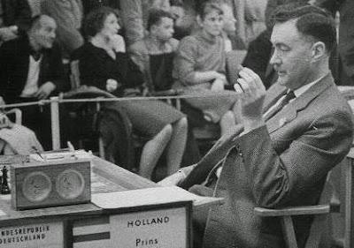 El ajedrecista Lodewijk Prins en 1960