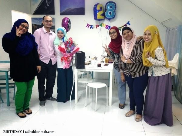 Bergambar bersama ATeam sambut birthday Adibah Karimah di Cotton Craft Shah Alam