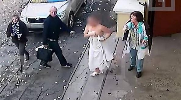 Ρωσία: Της έκλεψε το πορτοφόλι στην σάουνα και τον κυνήγησε στο δρόμο γυμνή (vid)