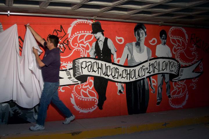 Aqui y alla mural project colectivo rezizte puro borde for Arte colectivo mural