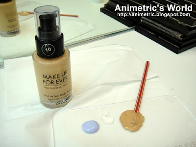 Mixing foundation at Maquillage Professionnel