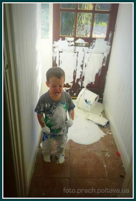 Ребенок разлил краску