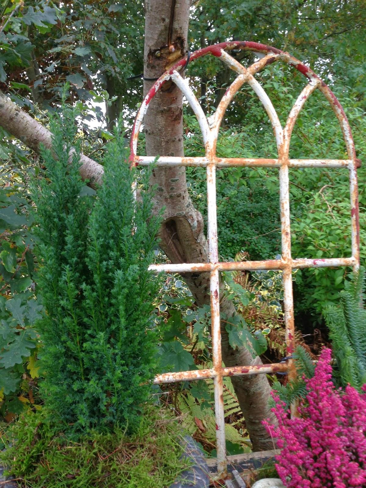 Fru pedersens have: brug gl. staldvinduer til dekoration og ...