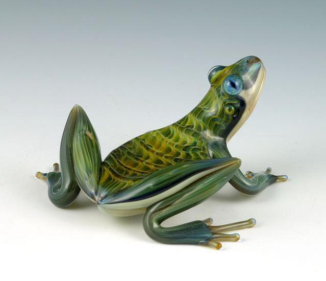 19-Rippleback-Frogs-Scott-Bisson-Glass-Sea-and-Land-Animals-www-designstack-co