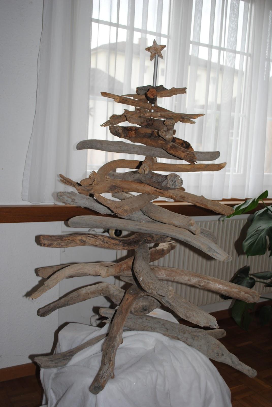 creatives von esti weihnachtsbaum aus treibholz. Black Bedroom Furniture Sets. Home Design Ideas