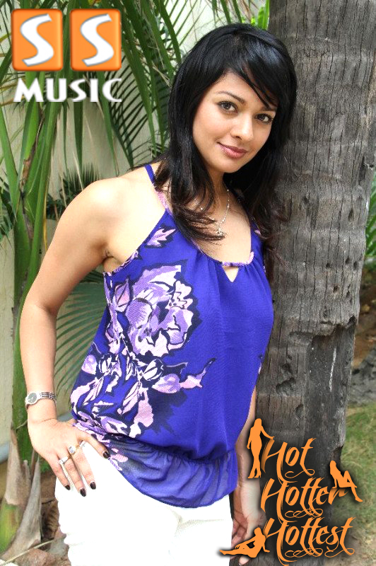 Swasika Vijay reema sen navel kiss Photos ~ Actress Navel