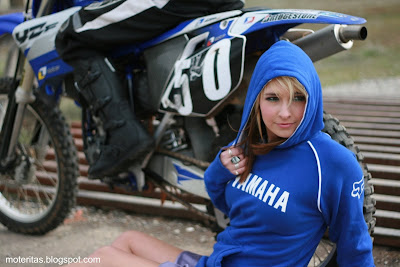 motos-mujeres-motocross-yamaha-wallpaper-free