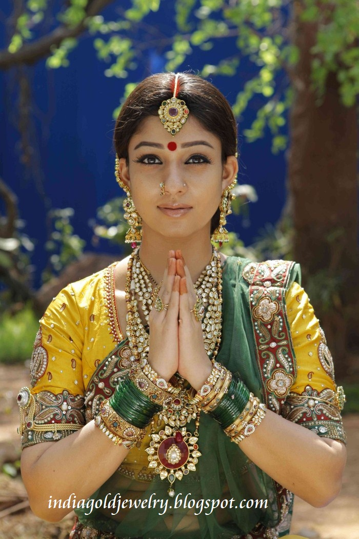 Indian Gold and Diamond Jewellery: Nayantara in Traditional Bridal ...