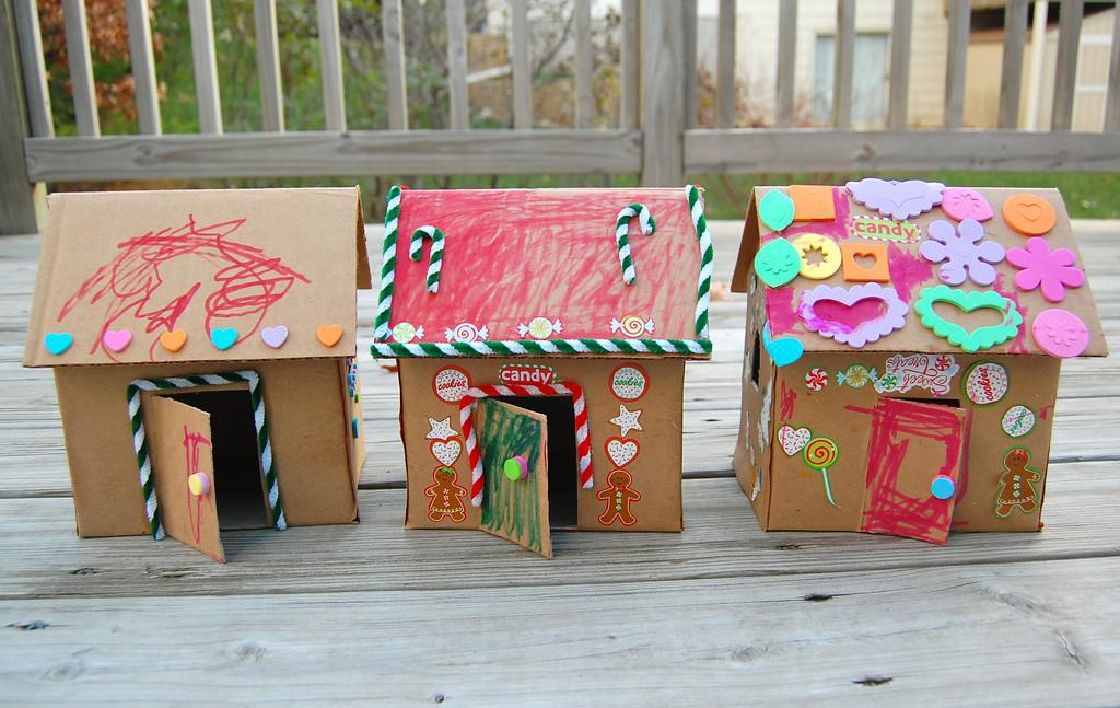 Как сделать картонный домик с детьми 897